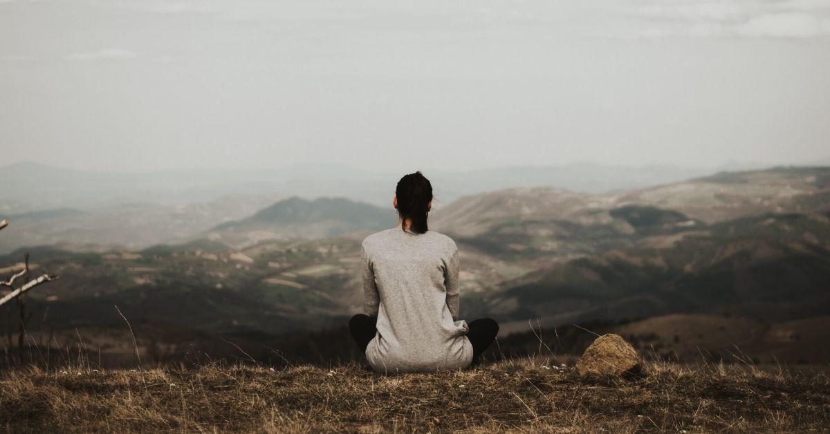JAK ROZPOZNAĆ, CO MÓWIĄ CI TWOJE EMOCJE?